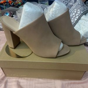 Never worn nude Mules